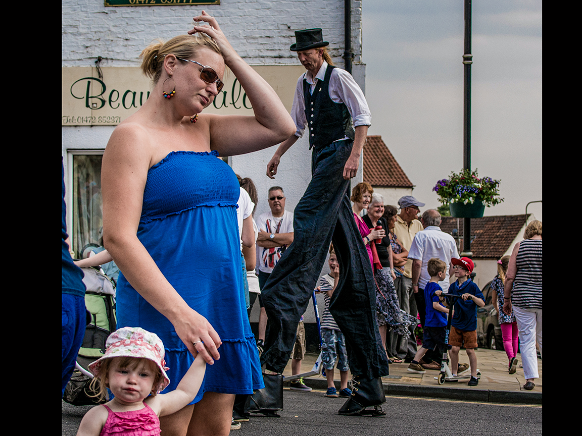 Mum and daughter Caistor Street Party © Stewart Wall,2013